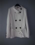 Idealny nowy biały płaszcz...