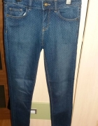 spodnie rurki w kropki...