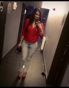 Jeansy czerwona bluzka koszula Party elegancko