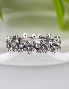 srebrny pierscionek w kwiatki apart...