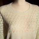 Kobiecy ręcznie robiony ażurowy sweterek