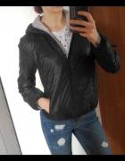 Czarna pikowana kurtka z kapturem