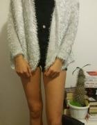 Biały sweterek narzutka...