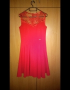 Efektowna czerwona sukienka...
