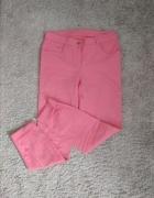 Malinowe spodnie
