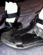 Nowe czarne sandały