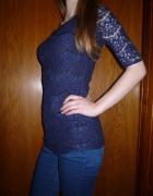 Granatowa koronkowa bluzka z zipem na plecach