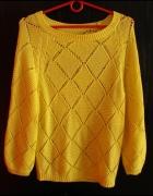 Żółty letni sweterek