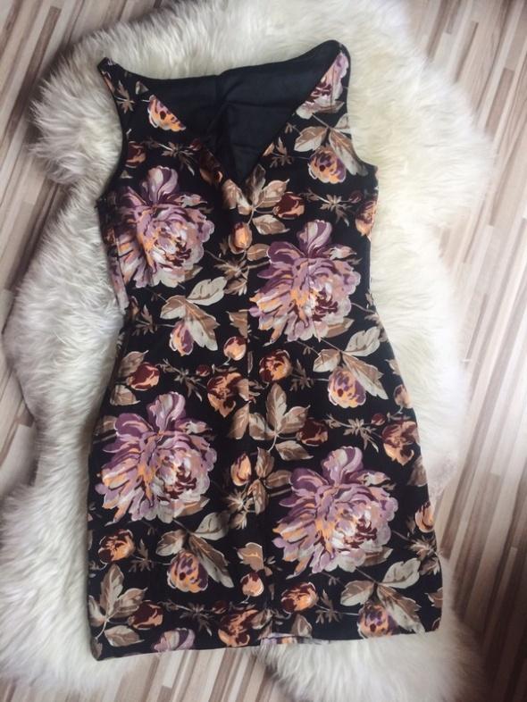 sukienka w kwiaty róże Zara krótka wycięcie S mini w Suknie
