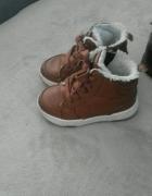 2 pary butów rozmiar 24