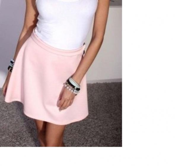 Spódnice Rozkloszowana różowa lekka spódniczka