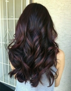 Włosy fryzury oberżyna brąz czerń