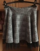 Czarno biała spódniczka w kratkę