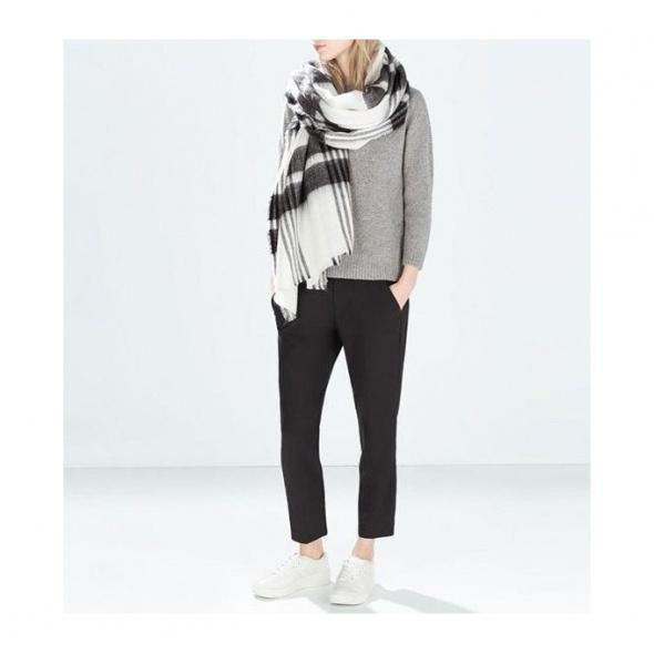 Stylowy szaliczek chusta na jesień xxl czarno biał