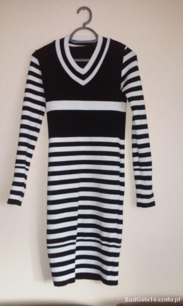 wełniana sukienka w paski