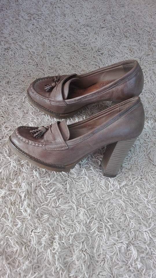 Beżowe pantofle...
