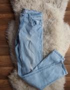 Jasne spodnie jeansowe...