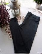 Modne grafitowe legginsy zdobione wzorem Vero Moda...