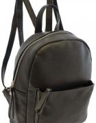 Czarny klasyczny plecak blogerski must have