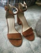 Brązowe sandały Bershka