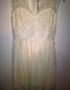 Koronkowa delikatna sukienka...