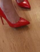 Czerwone szpilki Deezee...