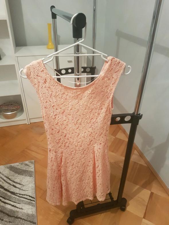 Suknie i sukienki Łososiowa koronkowa sukienka