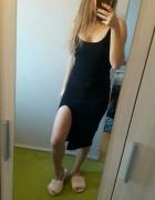 Czarna sukienka z rozcięciem midi missguided...