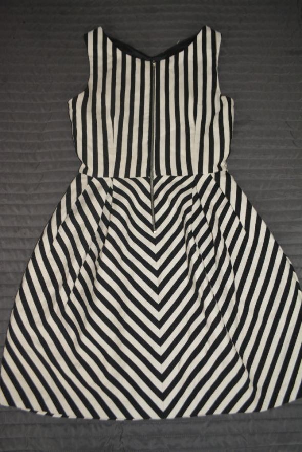 Sukienka zara S paski czarno biała
