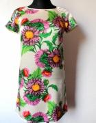 Elegancka prosta sukienka w kwiaty r S