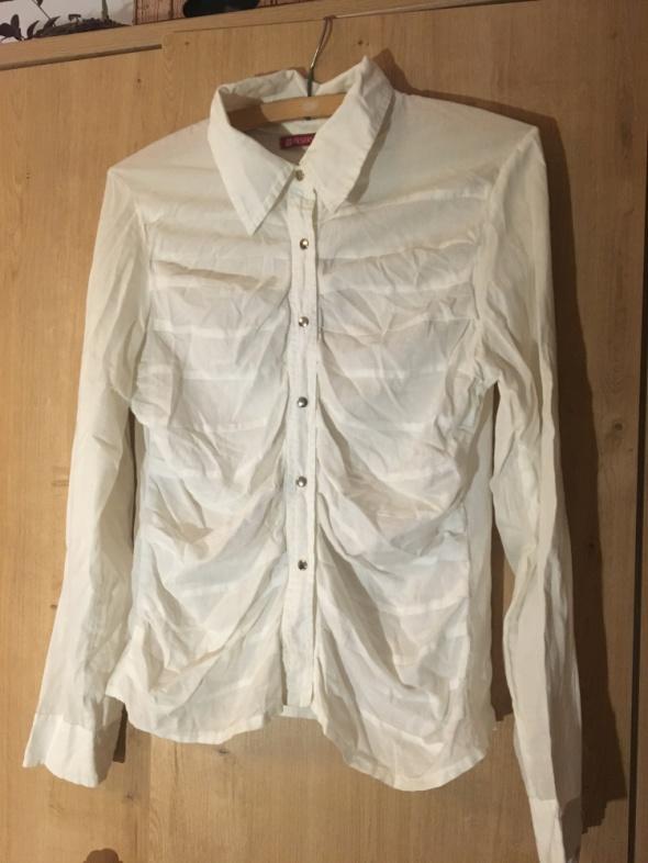 Biała koszula na srebrne zatrzaski z Reserved