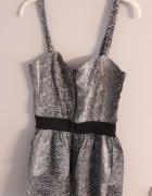 Ultra krótka sukienka...