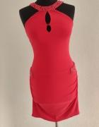 Czerwona sukienka z kamieniami swarovskiego...