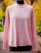 Różowy sweter...