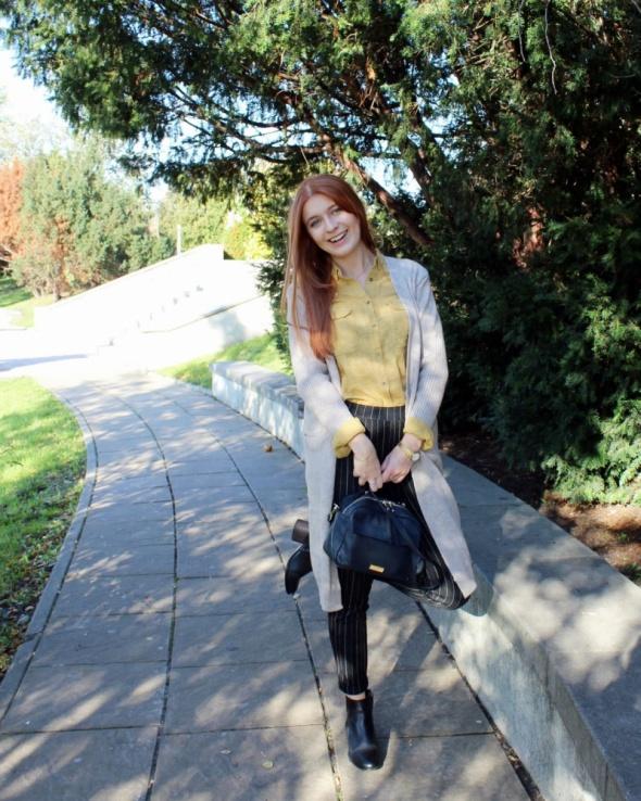 Blogerek Długi beżowy sweter
