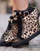 sneakersy w panterke