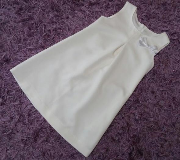 Elegancka kremowa sukienka z kokardką