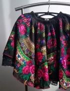 mocno rozkloszowana spódnica folklor kwiaty