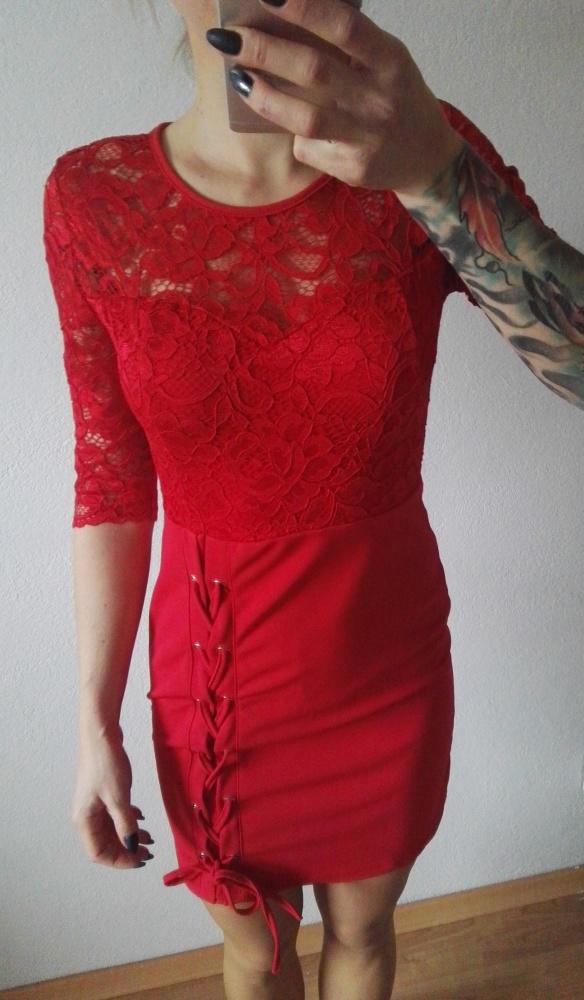 Eleganckie koronkowa elegancka sukienka czerwona