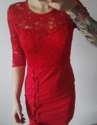 koronkowa elegancka sukienka czerwona