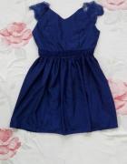 Granatowa sukienka satynowa z koronka