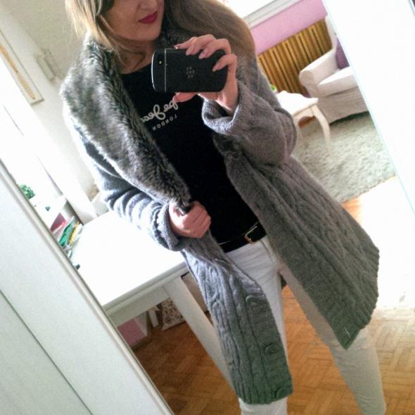Mój styl Szary sweter futro