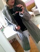 Szary sweter futro