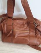Brązowa torba Bershka...