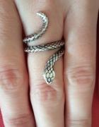 Pierścionek srebrny wąż