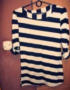 Sweterek w biało czarne paski