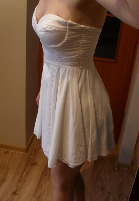Suknie i sukienki ASOS biała rozkloszowana sukienka