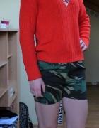 Neonowy czerwony sweter...