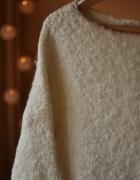 Bardzo ciepły sweter ecru...