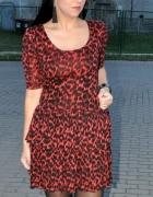 czerwona sukienka w panterkę...